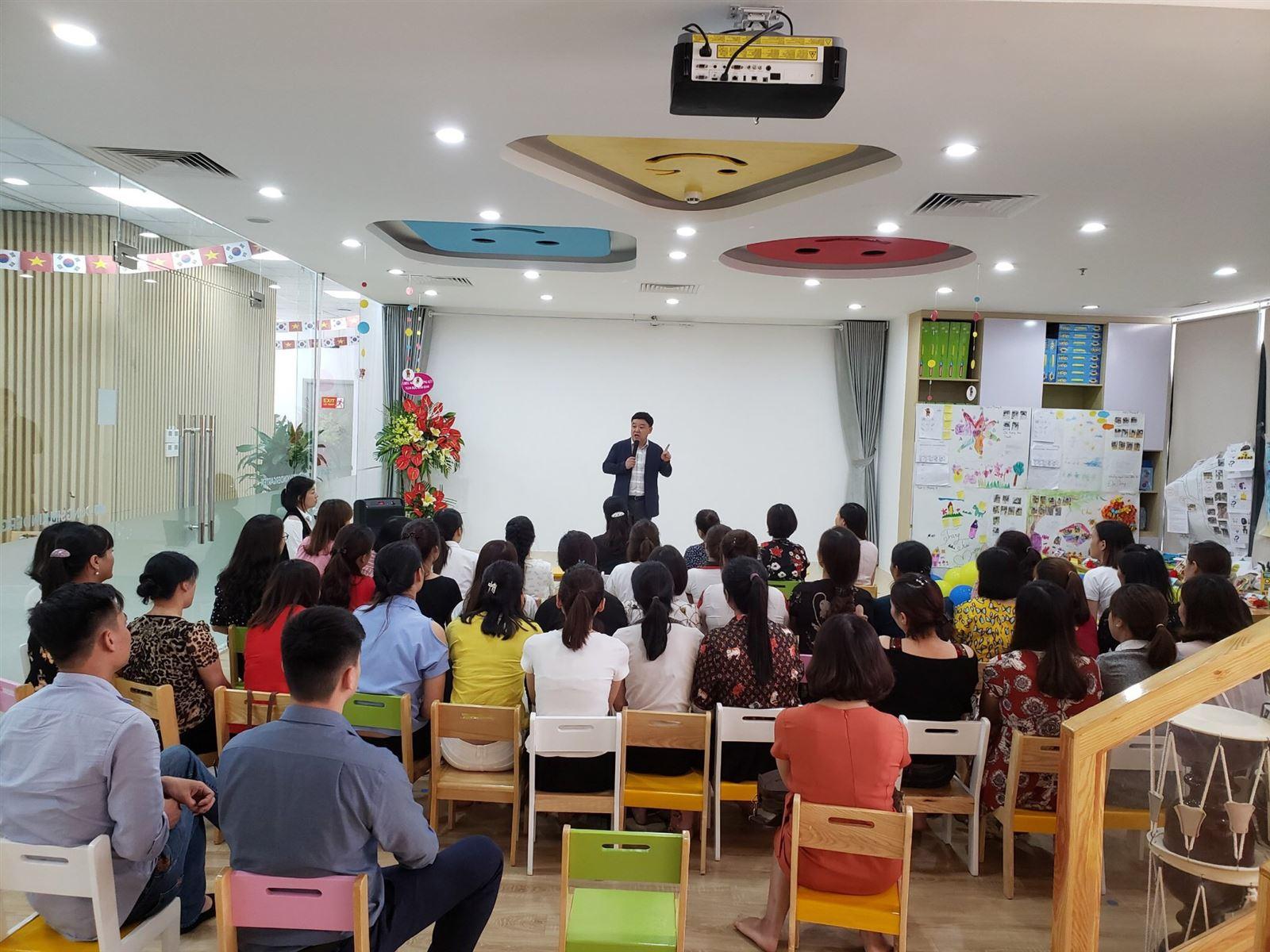 Đào tạo định kỳ nâng cao chất lượng giáo viên tại Dongsim Kindergarten